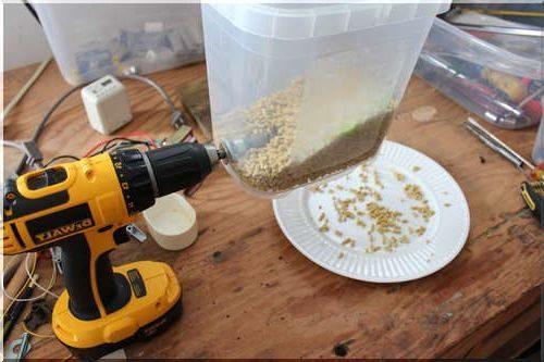 Автоматическая кормушка для рыбы.