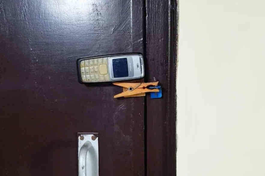 home_security_phone_1-6259706-7027808