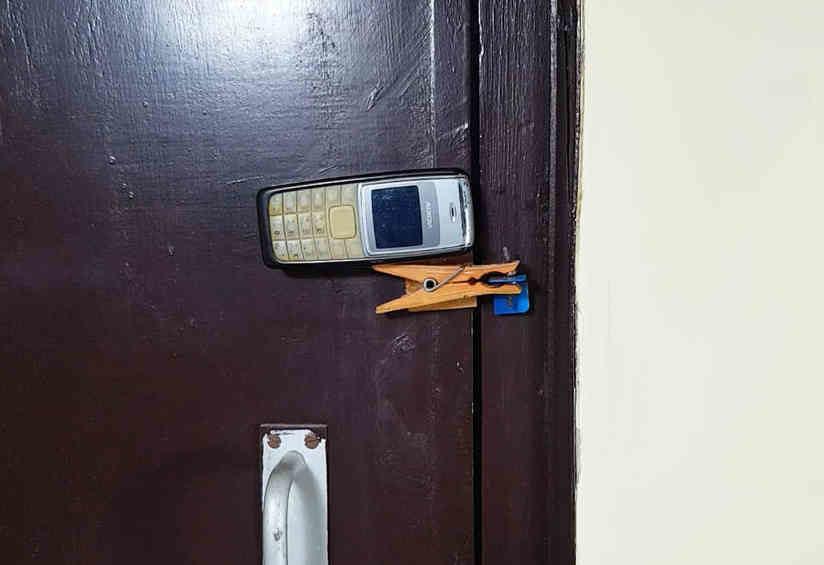 home_security_phone_9-9221652-3756311