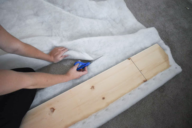 Мягкая обивка для металлической кровати.