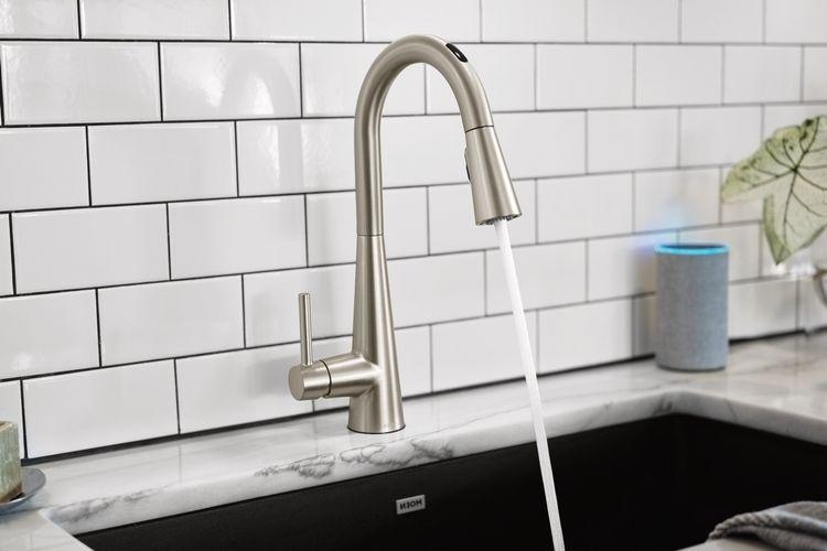 Умный смеситель U by Moen может подавать воду точной температуры и в точном количестве